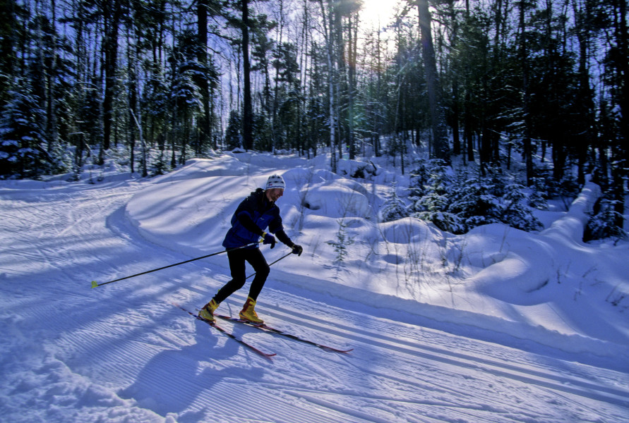 cross country skiing on the mid gunflint trail system out of bearskin lodge